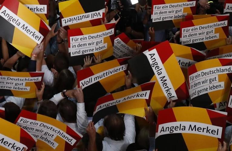 Anh: Thu tuong Merkel thang loi dang cay trong bau cu Duc-Hinh-8
