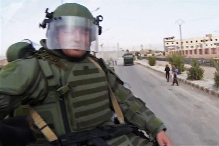 Can canh cong binh Nga ra pha bom min o Deir Ezzor-Hinh-11