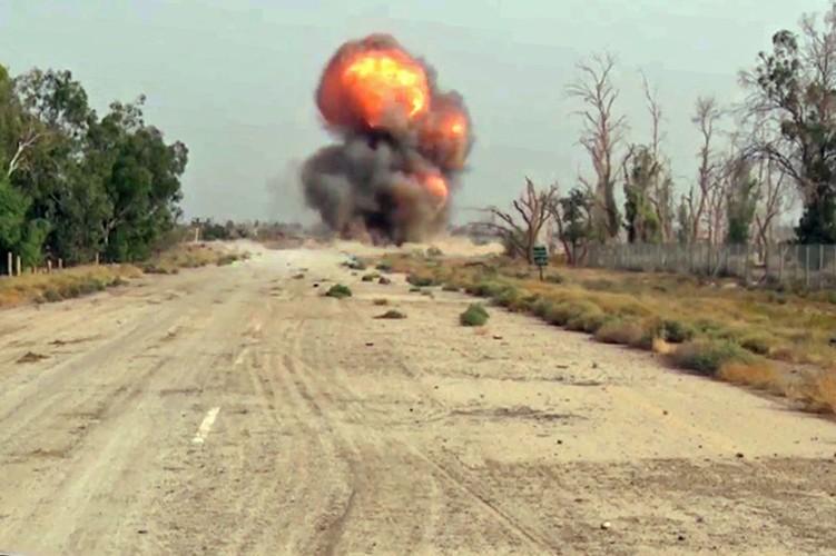 Can canh cong binh Nga ra pha bom min o Deir Ezzor-Hinh-3