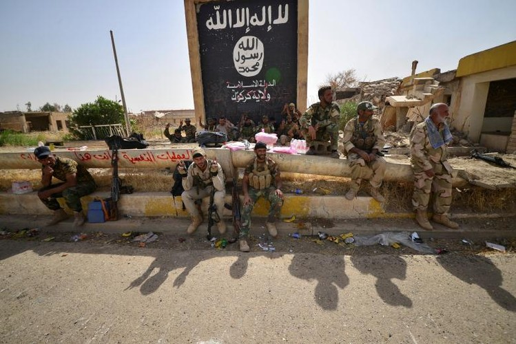 Dot nhap thi tran trong yeu Hawija moi giai phong khoi IS