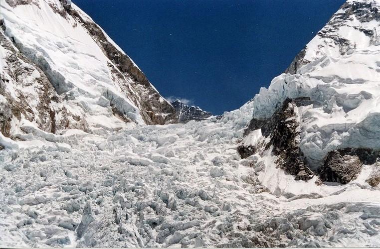 Su that gay soc ve hanh trinh chinh phuc dinh Everest-Hinh-2