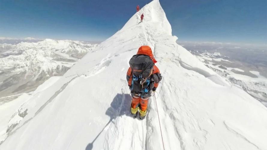 Su that gay soc ve hanh trinh chinh phuc dinh Everest-Hinh-4