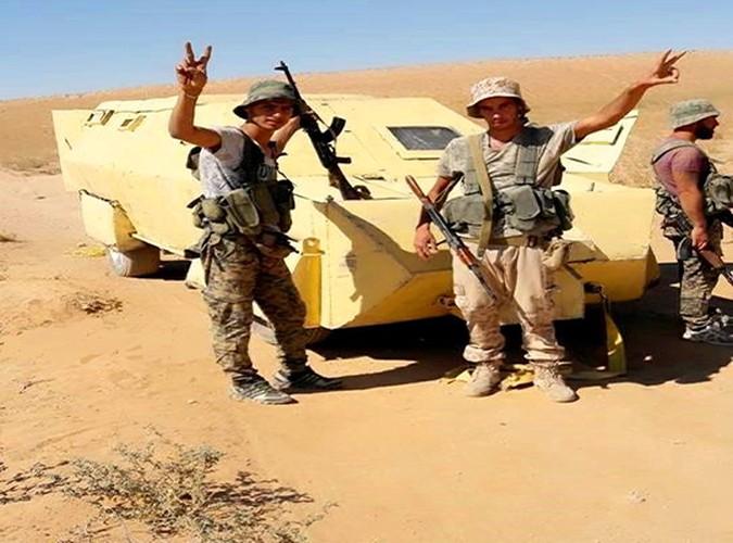 Anh: Quan doi Syria o at tan cong thanh pho Mayadin-Hinh-7