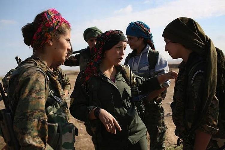 """Anh: Nhung """"bong hong"""" gop phan danh duoi IS khoi Raqqa-Hinh-8"""
