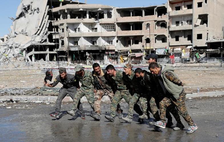 Dot nhap ham ngam bi mat cua phien quan IS o Raqqa-Hinh-11