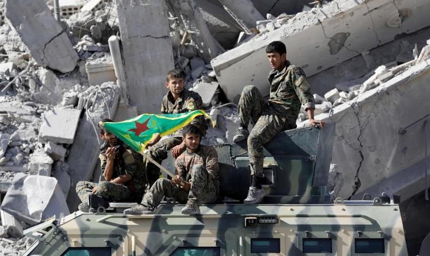 Dot nhap ham ngam bi mat cua phien quan IS o Raqqa-Hinh-13