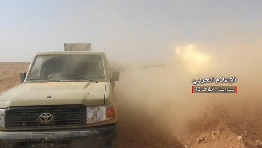 Anh: Tan cong du doi, Quan doi Syria quyet danh chiem tram T-2-Hinh-6