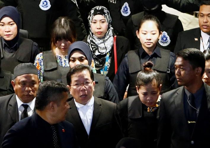 Kiet suc vi mac ao chong dan, Doan Thi Huong phai ngoi xe lan
