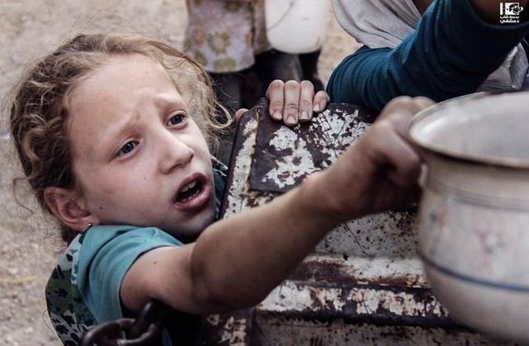 Nhoi long tham canh cua tre em Syria do khung hoang luong thuc-Hinh-12