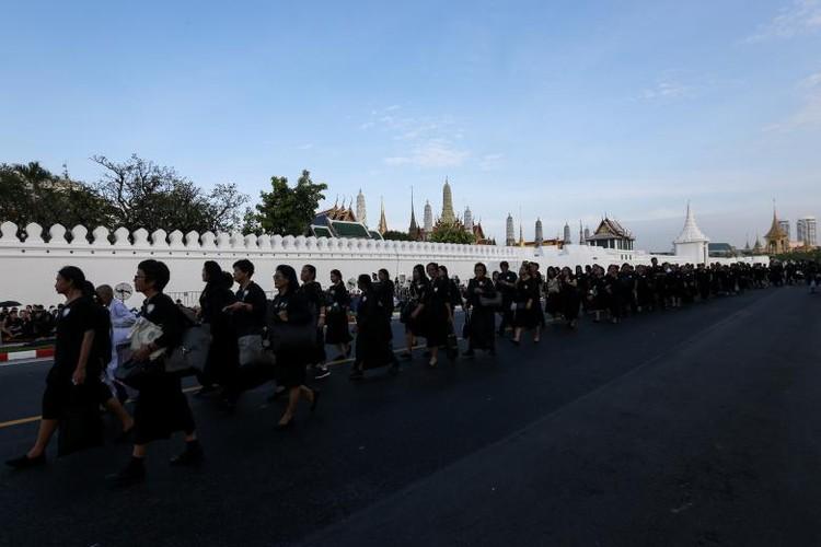 Bien nguoi du le hoa tang co Quoc vuong Bhumibol-Hinh-14
