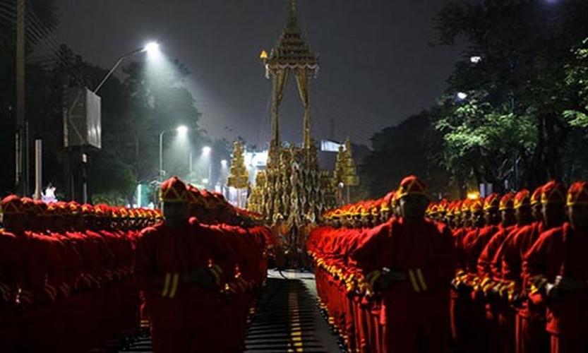 Bien nguoi du le hoa tang co Quoc vuong Bhumibol-Hinh-6