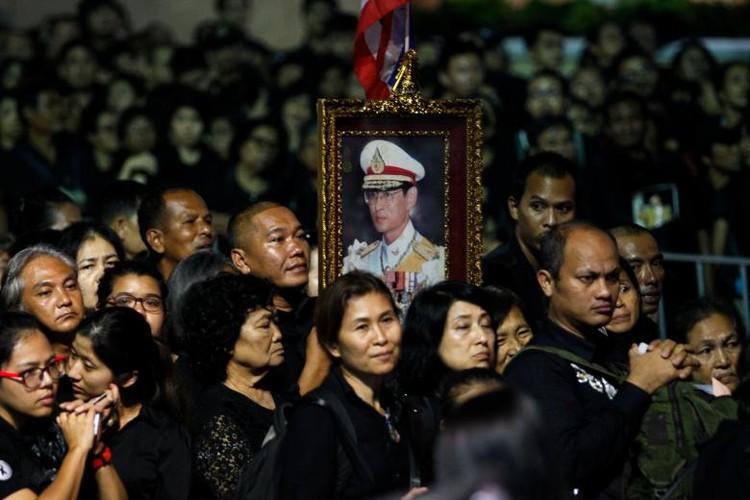 Bien nguoi du le hoa tang co Quoc vuong Bhumibol-Hinh-9