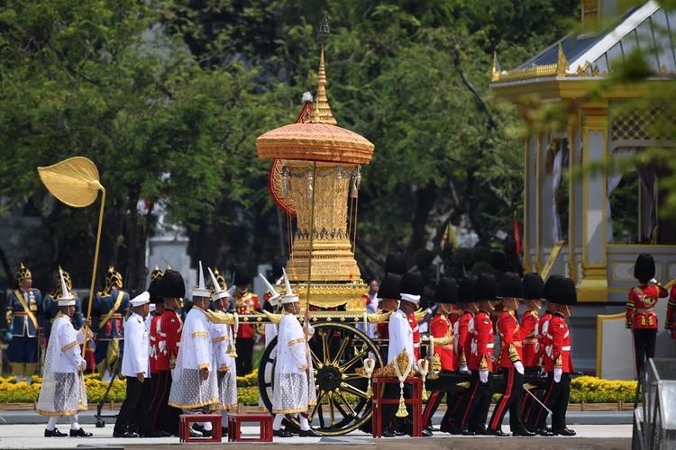 Linh cuu Vua Thai Lan Bhumibol sap duoc hoa tang-Hinh-6