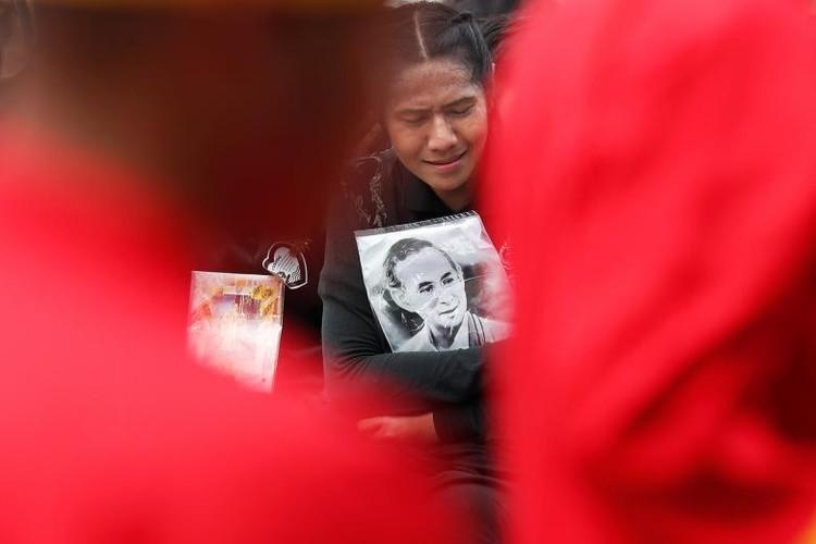 Hinh anh xuc dong trong ngay hoa tang co Quoc vuong Bhumibol-Hinh-13