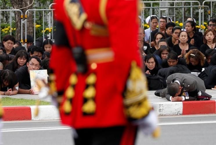 Hinh anh xuc dong trong ngay hoa tang co Quoc vuong Bhumibol-Hinh-15