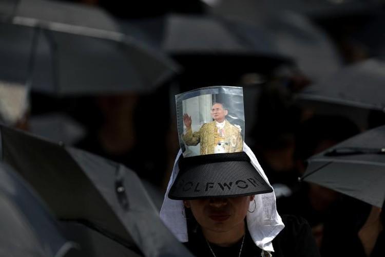 Hinh anh xuc dong trong ngay hoa tang co Quoc vuong Bhumibol-Hinh-4