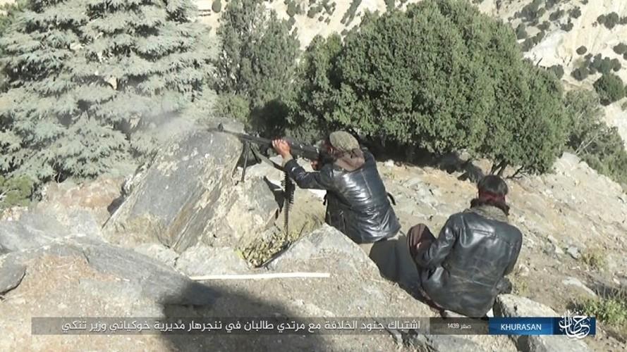 Anh: Tranh gianh dia ban, IS quyet dau voi Taliban tai Afghanistan-Hinh-11