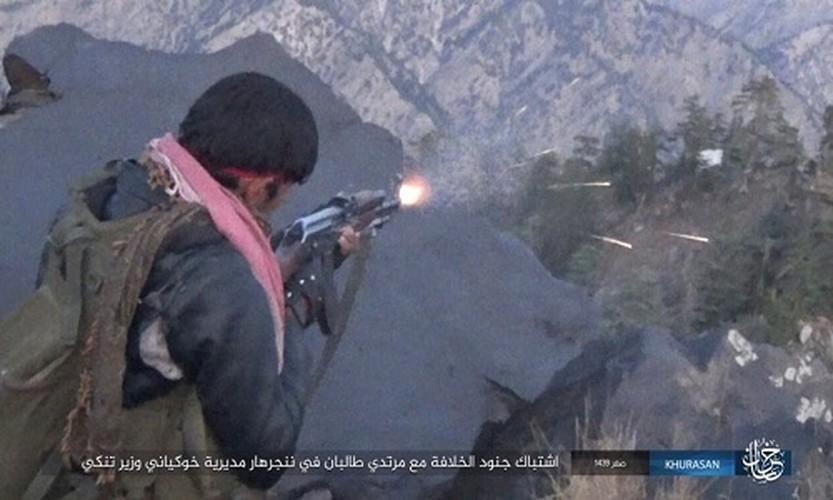 Anh: Tranh gianh dia ban, IS quyet dau voi Taliban tai Afghanistan-Hinh-2