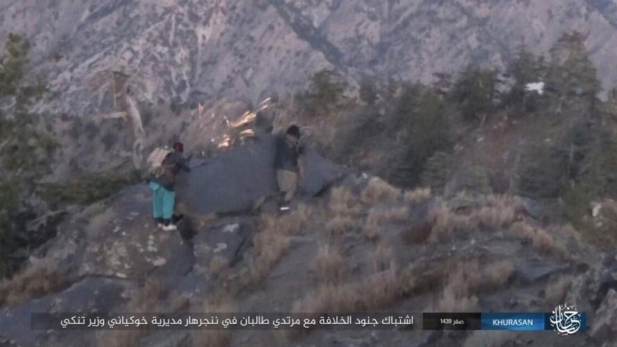 Anh: Tranh gianh dia ban, IS quyet dau voi Taliban tai Afghanistan-Hinh-4