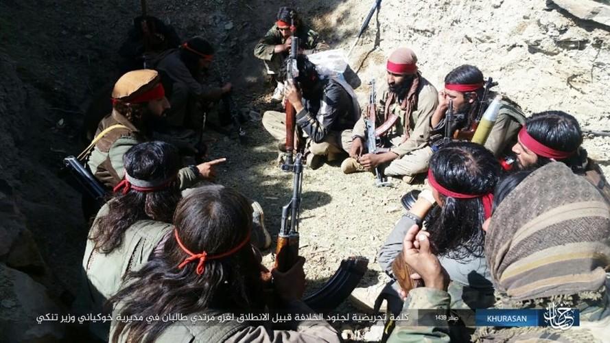 Anh: Tranh gianh dia ban, IS quyet dau voi Taliban tai Afghanistan-Hinh-7