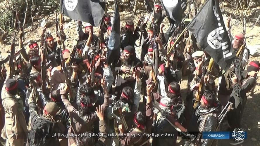 Anh: Tranh gianh dia ban, IS quyet dau voi Taliban tai Afghanistan-Hinh-8