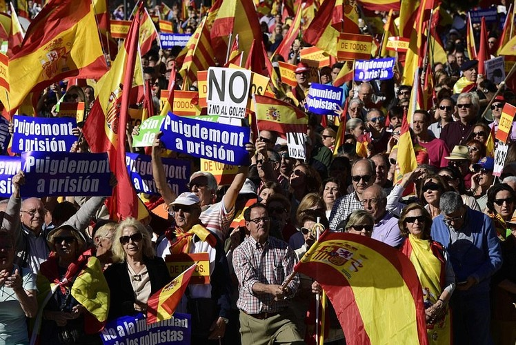 Bien nguoi tuan hanh phan doi Catalonia don phuong tuyen bo doc lap-Hinh-12