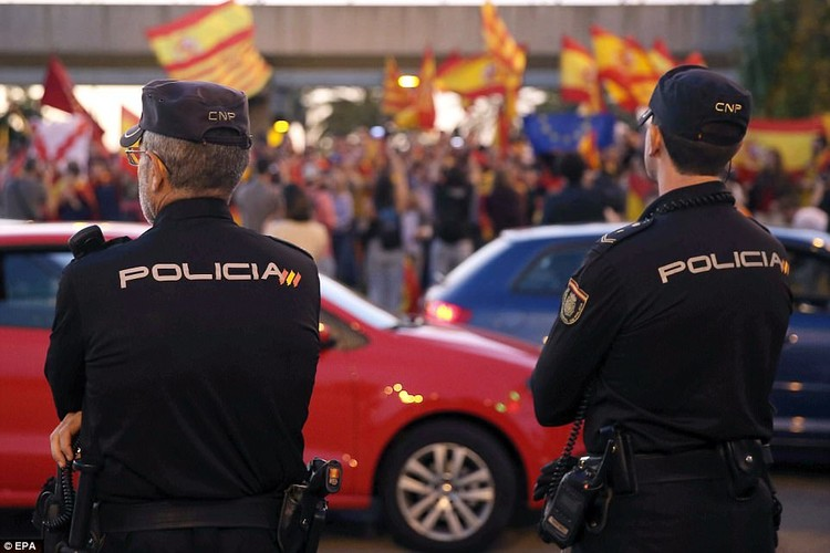 Bien nguoi tuan hanh phan doi Catalonia don phuong tuyen bo doc lap-Hinh-7