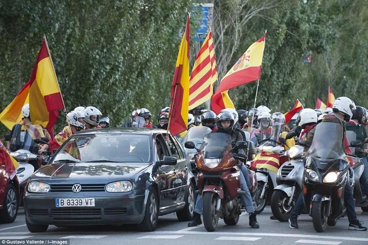 Bien nguoi tuan hanh phan doi Catalonia don phuong tuyen bo doc lap-Hinh-9