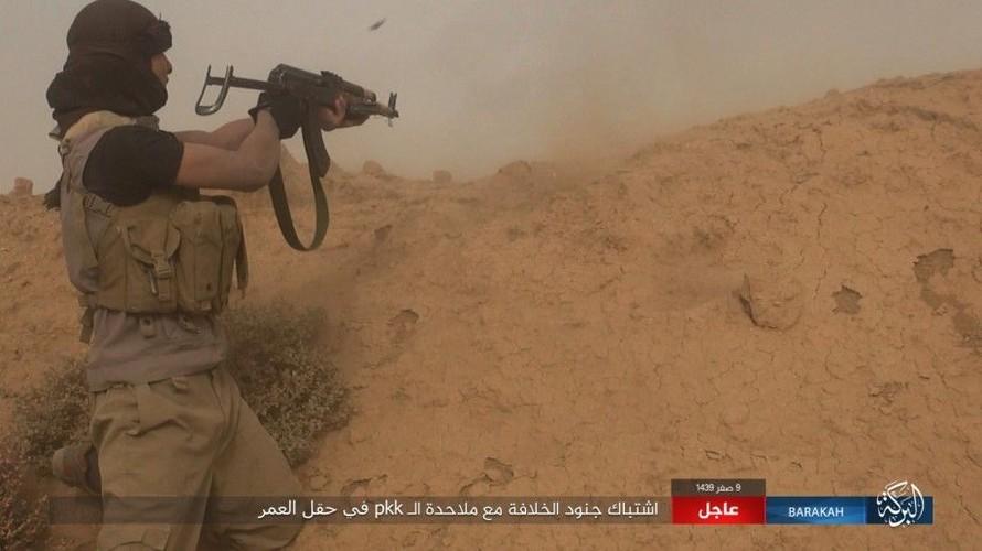 Anh: IS phan cong SDF o mo dau lon nhat Syria-Hinh-10