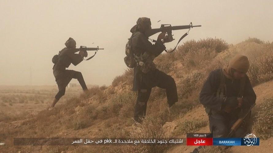 Anh: IS phan cong SDF o mo dau lon nhat Syria-Hinh-11
