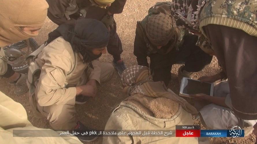 Anh: IS phan cong SDF o mo dau lon nhat Syria-Hinh-14