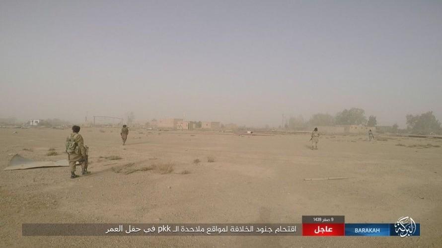 Anh: IS phan cong SDF o mo dau lon nhat Syria-Hinh-2