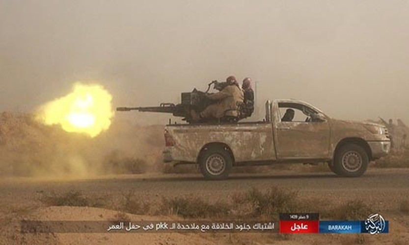 Anh: IS phan cong SDF o mo dau lon nhat Syria-Hinh-4