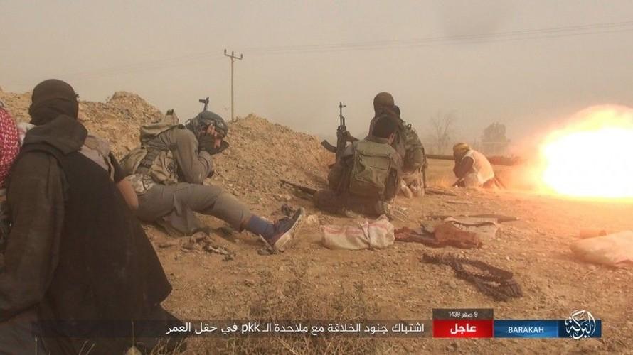 Anh: IS phan cong SDF o mo dau lon nhat Syria-Hinh-9