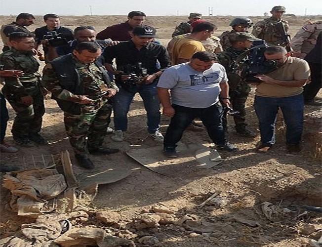 Kinh hoang ben trong ho chon tap the cua IS o Iraq-Hinh-8