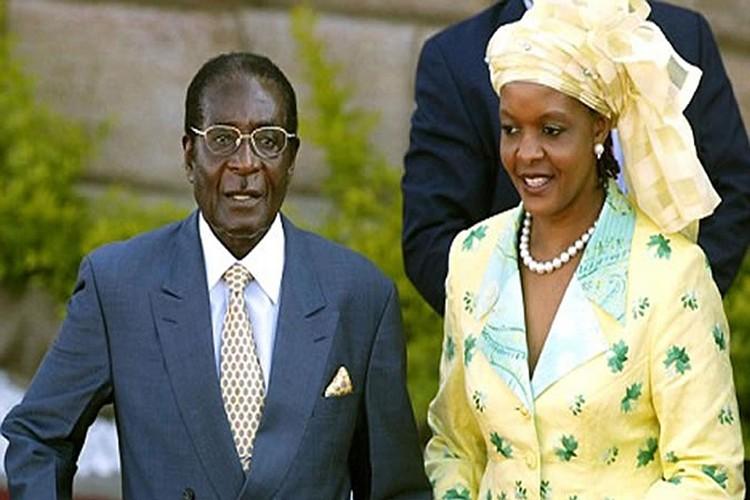 Dieu chua biet ve Tong thong Zimbabwe Robert Mugabe vua bi lat do-Hinh-9