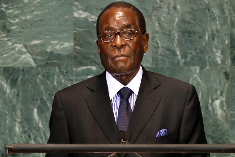 Dieu chua biet ve Tong thong Zimbabwe Robert Mugabe vua bi lat do