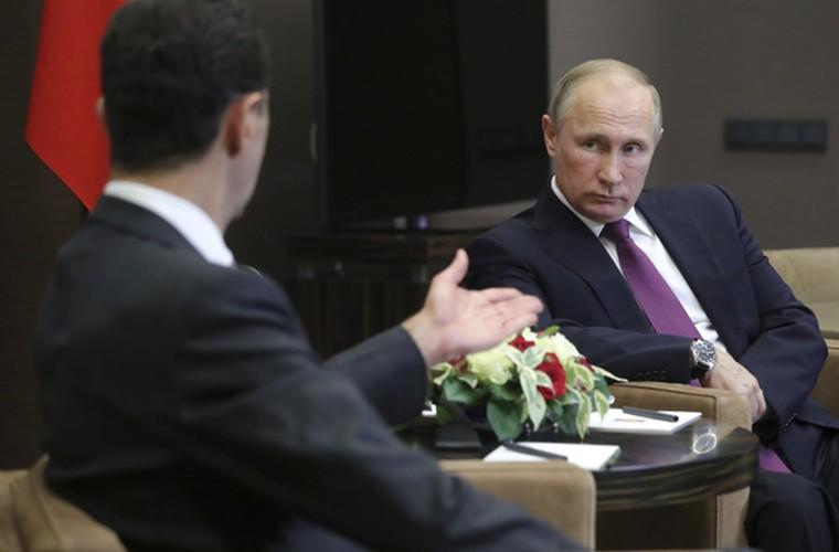 Cai bat tay chien thang cua Tong thong Putin va Tong thong Assad-Hinh-2