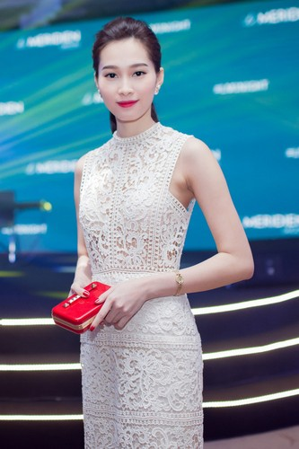 Ngam Hoa hau Thu Thao dep tinh khoi trong dam trang-Hinh-6