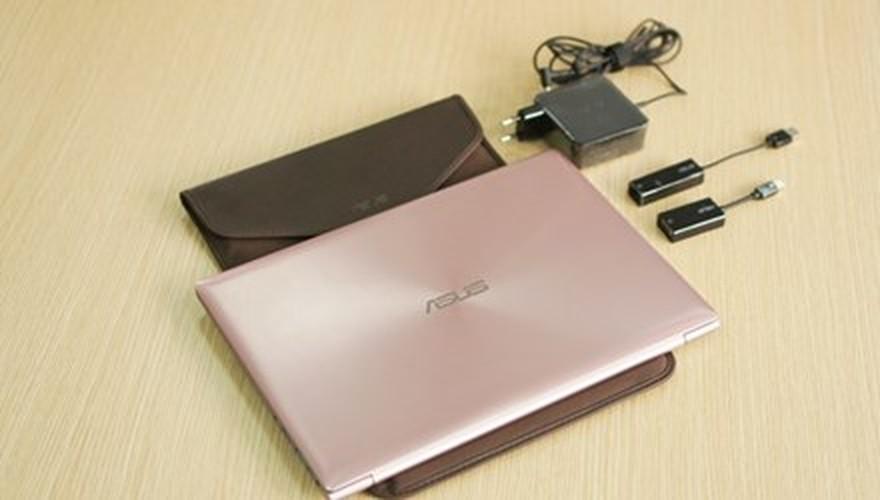 Can canh laptop mau vang hong dau tien tai Viet Nam