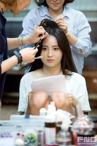 Can canh man ho bien my nu thanh nang beo trong phim Han-Hinh-5