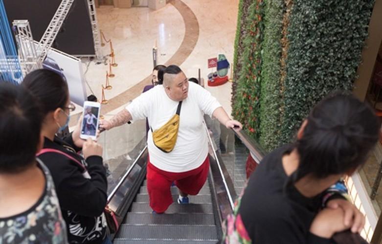 Hot boy tro thanh beo phi tang len 255kg vi that tinh