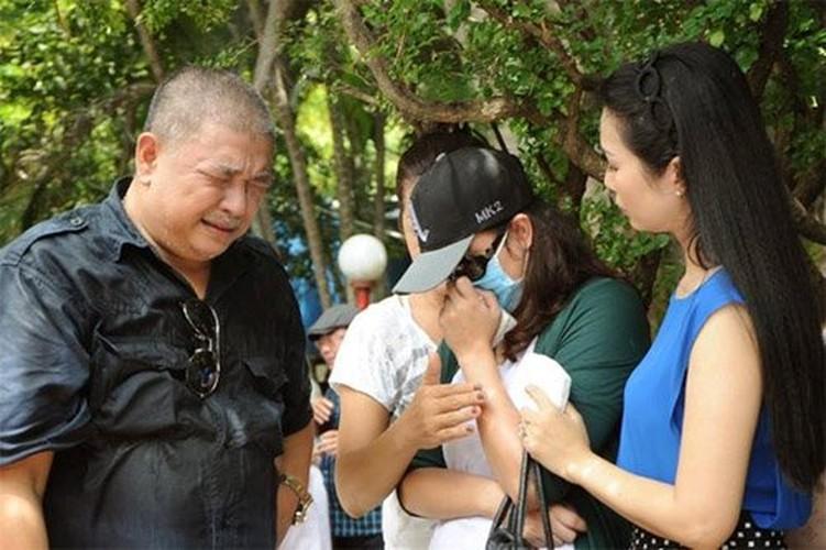 Nguoi yeu cu bat khoc khi ve vieng Le Cong Tuan Anh-Hinh-2