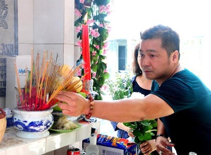 Nguoi yeu cu bat khoc khi ve vieng Le Cong Tuan Anh-Hinh-4