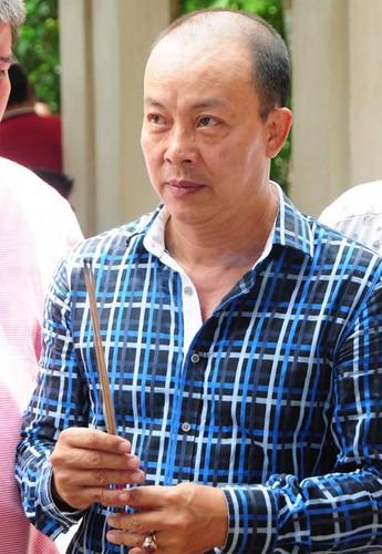 Nguoi yeu cu bat khoc khi ve vieng Le Cong Tuan Anh-Hinh-5
