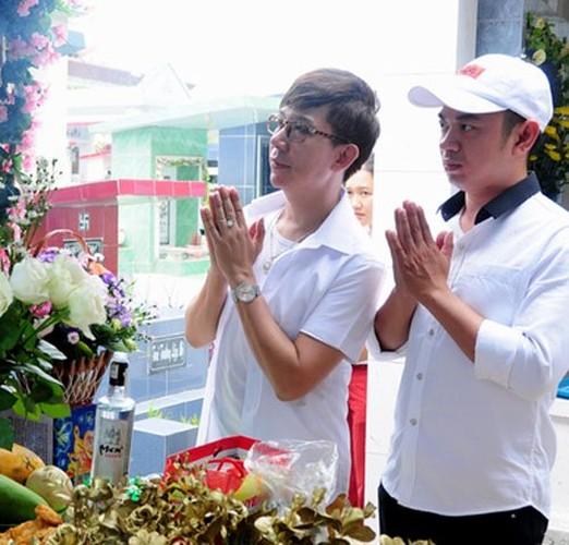 Nguoi yeu cu bat khoc khi ve vieng Le Cong Tuan Anh-Hinh-7