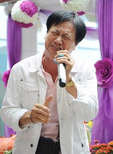 Nguoi yeu cu bat khoc khi ve vieng Le Cong Tuan Anh-Hinh-8