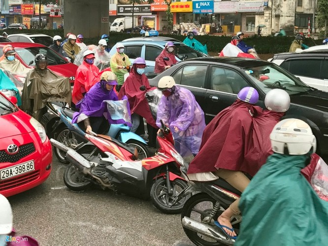Canh khon kho trong mua ret tren duong pho Ha Noi-Hinh-12