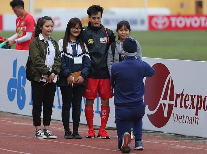 """Fan nu Thu do """"ket"""" Van Toan, ngo lo Cong Phuong-Hinh-9"""