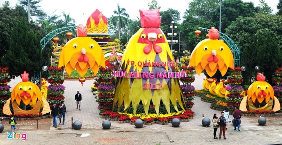 """Anh: Linh vat Tet """"mai am hanh phuc"""" o Quang Ngai"""